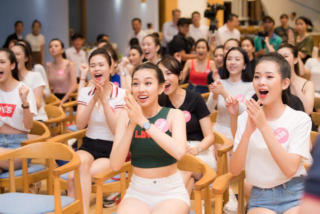 Dàn thí sinh Hoa hậu Việt Nam 2018 hết mình cổ vũ World Cup - Ảnh 3.