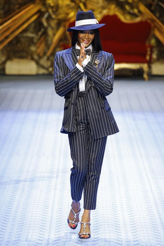 Dàn mẫu nữ U50 hội tụ trong show dành cho nam giới của Dolce & Gabbana - Ảnh 1.