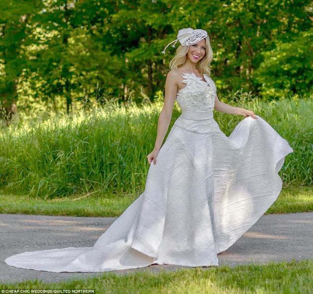 Váy cưới tuyệt đẹp từ... giấy vệ sinh - Ảnh 4.