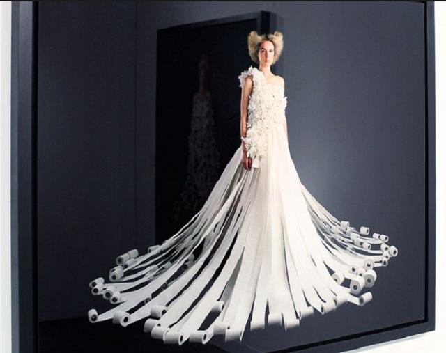 Váy cưới tuyệt đẹp từ... giấy vệ sinh - Ảnh 6.