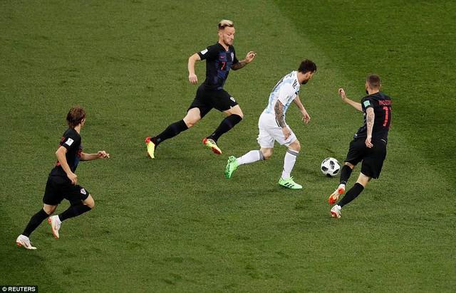 Chúng tôi cô lập Messi, không cho anh ấy nhận bóng - Ảnh 1.