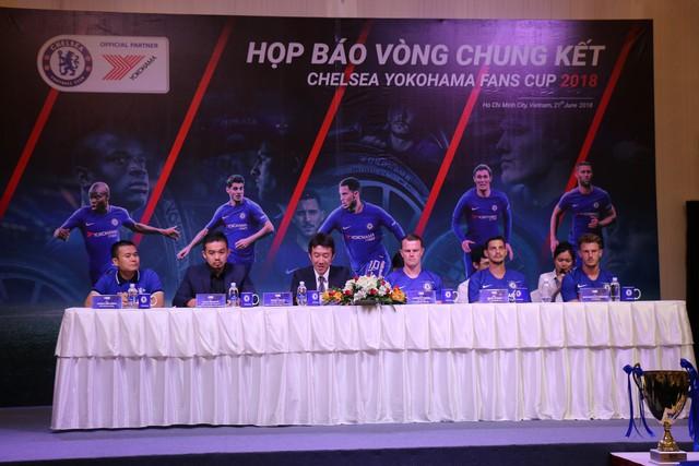Huấn luyện viên Chelsea bất ngờ xuất hiện tại TP.HCM - Ảnh 1.