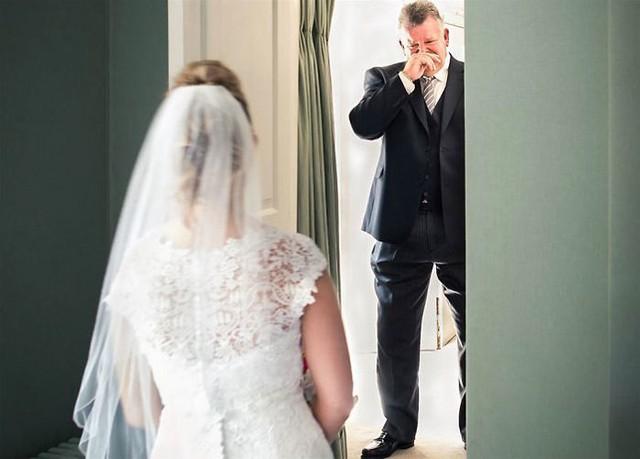 Ai cũng phải rơi nước mắt vì tình cha con trong ngày cưới của con gái - Ảnh 10.