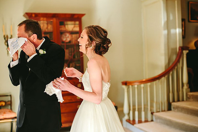 Ai cũng phải rơi nước mắt vì tình cha con trong ngày cưới của con gái - Ảnh 14.