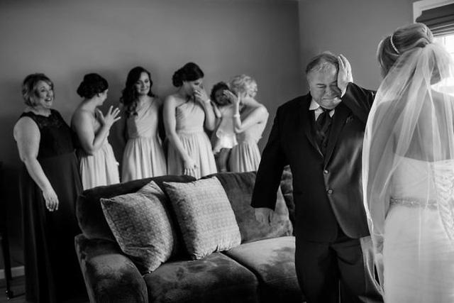 Ai cũng phải rơi nước mắt vì tình cha con trong ngày cưới của con gái - Ảnh 4.
