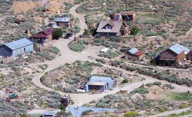 Cảnh hoang vắng ở thị trấn ma được rao bán 21 tỷ đồng - Ảnh 12.
