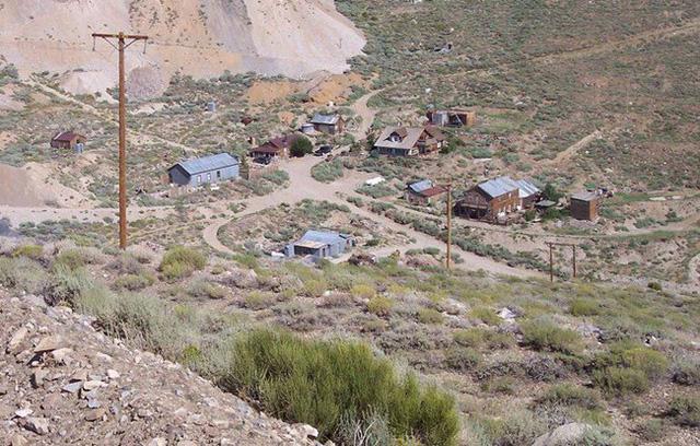 Cảnh hoang vắng ở thị trấn ma được rao bán 21 tỷ đồng - Ảnh 9.