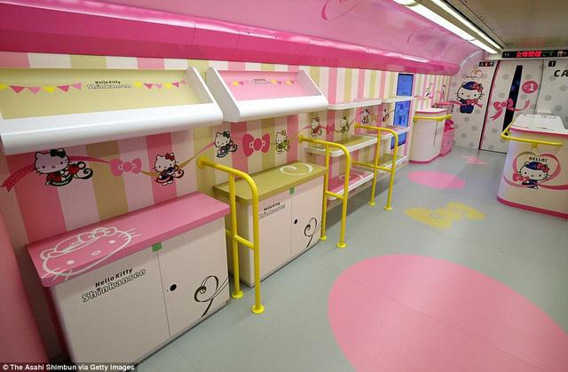 Khai trương đoàn tàu Hello Kitty tại Nhật Bản - Ảnh 4.