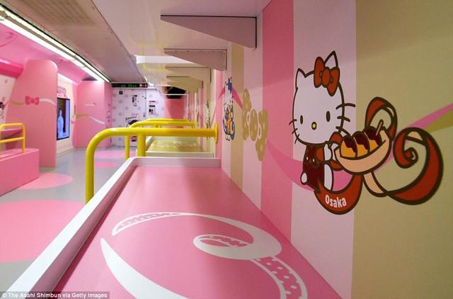Khai trương đoàn tàu Hello Kitty tại Nhật Bản - Ảnh 3.