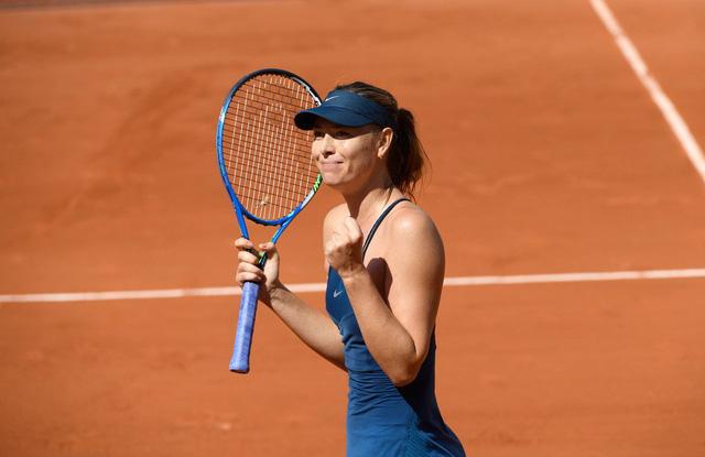 Serena bỏ cuộc, Sharapova nhẹ nhàng vào tứ kết - Ảnh 2.