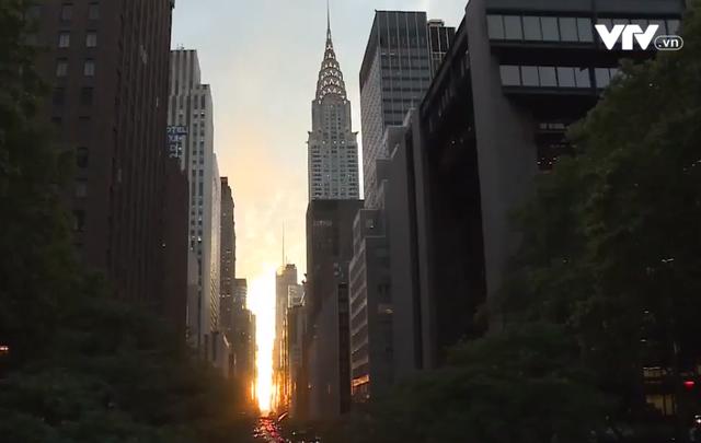 Chiêm ngưỡng hiện tượng hoàng hôn Manhattanhenge ở New York - Ảnh 1.