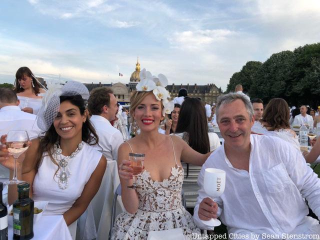Hàng chục nghìn người tham gia dạ tiệc trắng ở Paris - Ảnh 2.
