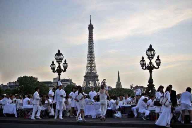 Hàng chục nghìn người tham gia dạ tiệc trắng ở Paris - Ảnh 4.