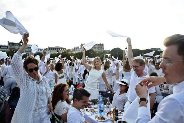 Hàng chục nghìn người tham gia dạ tiệc trắng ở Paris - Ảnh 5.
