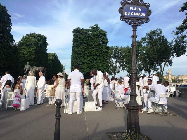 Hàng chục nghìn người tham gia dạ tiệc trắng ở Paris - Ảnh 7.