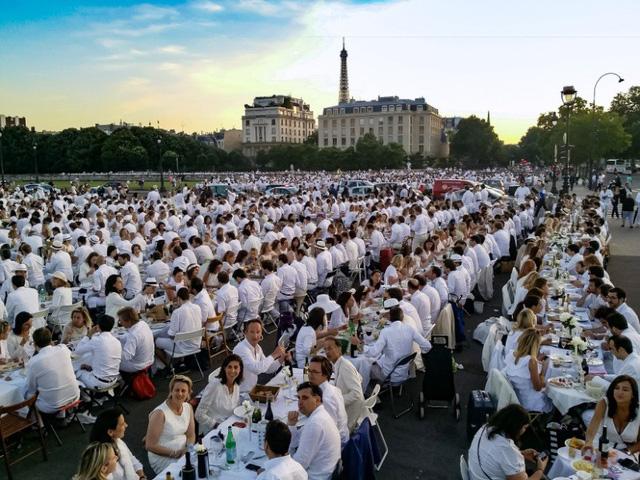 Hàng chục nghìn người tham gia dạ tiệc trắng ở Paris - Ảnh 8.