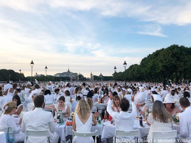 Hàng chục nghìn người tham gia dạ tiệc trắng ở Paris - Ảnh 10.