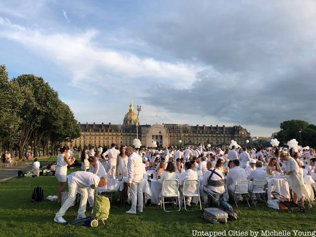 Hàng chục nghìn người tham gia dạ tiệc trắng ở Paris - Ảnh 11.