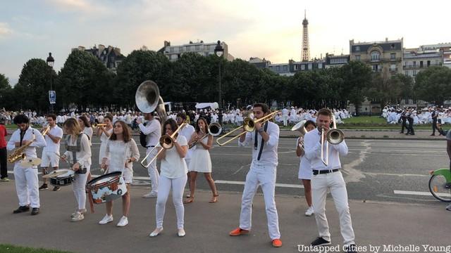 Hàng chục nghìn người tham gia dạ tiệc trắng ở Paris - Ảnh 13.