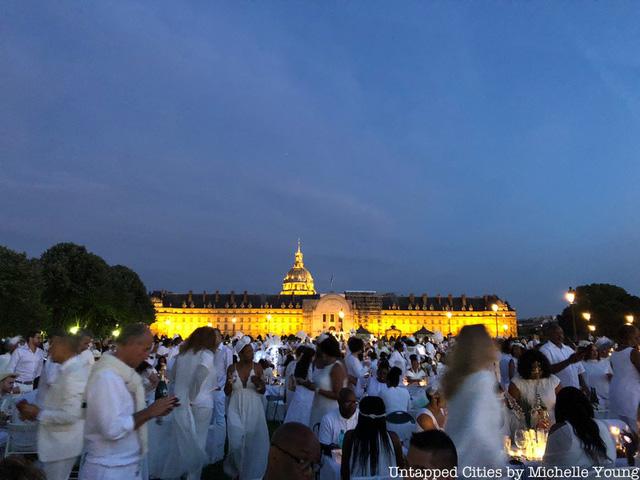 Hàng chục nghìn người tham gia dạ tiệc trắng ở Paris - Ảnh 15.
