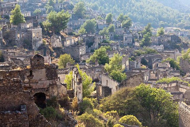 Khám phá 10 thị trấn ma nổi tiếng trên thế giới - Ảnh 2.