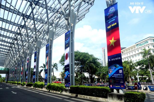 Gấp rút hoàn thiện không gian triển lãm Telefilm 2018 trước ngày khai mạc - Ảnh 2.