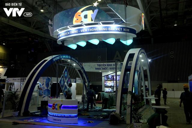 Gấp rút hoàn thiện không gian triển lãm Telefilm 2018 trước ngày khai mạc - Ảnh 9.