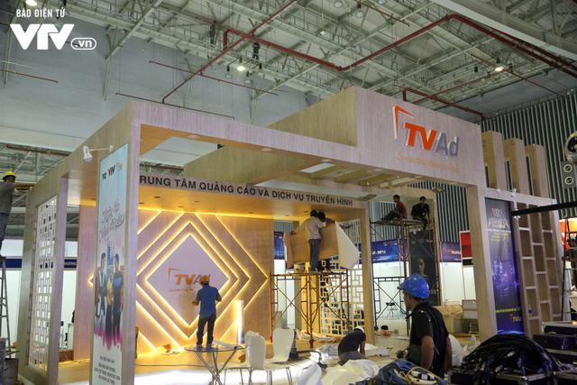 Gấp rút hoàn thiện không gian triển lãm Telefilm 2018 trước ngày khai mạc - Ảnh 7.