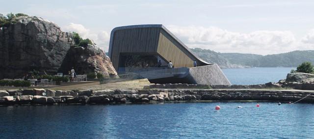 Độc đáo nhà hàng dưới biển đầu tiên tại châu Âu - Ảnh 1.