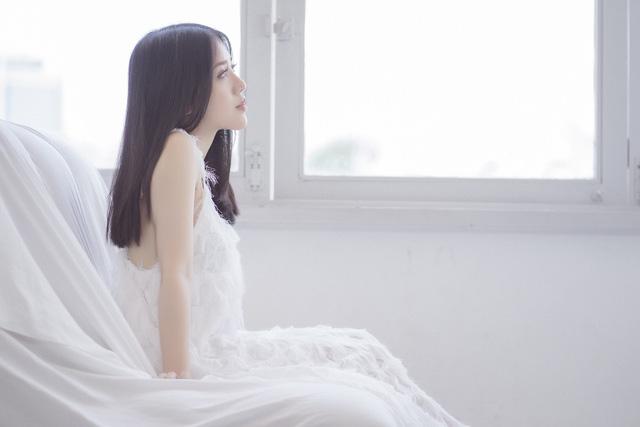 Phùng Khánh Linh gửi tặng MV mới cho các cặp đôi yêu xa - Ảnh 2.