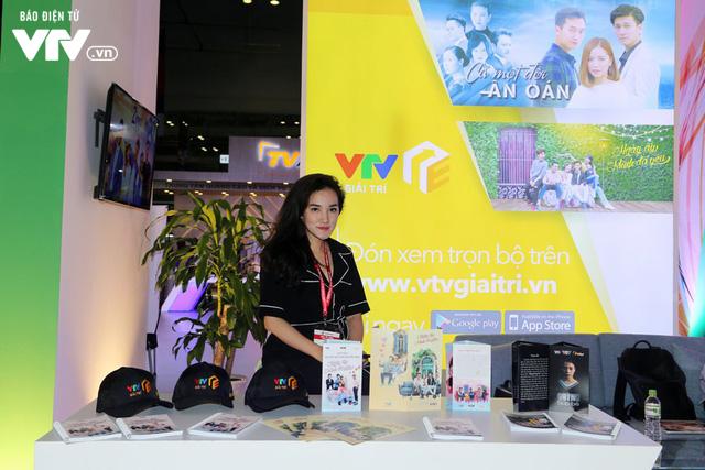 Đông đảo khách tham quan đến với ngày đầu triển lãm Telefilm 2018 - Ảnh 6.