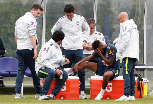 Tân binh Man Utd chấn thương ngay trước thềm Wolrd Cup - Ảnh 2.