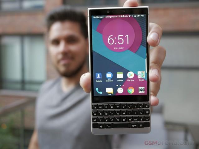 BlackBerry Key2 trình làng: Camera kép, bàn phím qwerty, giá gần 15 triệu đồng - Ảnh 4.