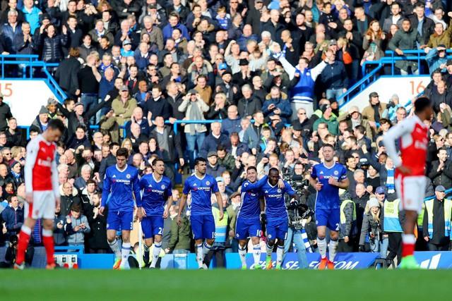 ẢNH: Nhìn lại 10 trận đấu giữa Arsenal và Chelsea - Ảnh 7.