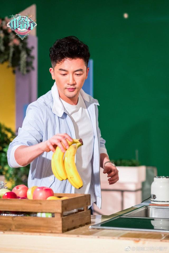 Thư Kỳ siêu ngọt ngào bên Triệu Vy và Tô Hữu Bằng - Ảnh 3.