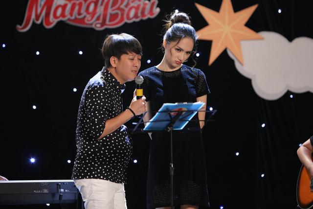 Trấn Thành ôm mặt lau nước mắt khi nhắc về bố trên sóng truyền hình - Ảnh 3.