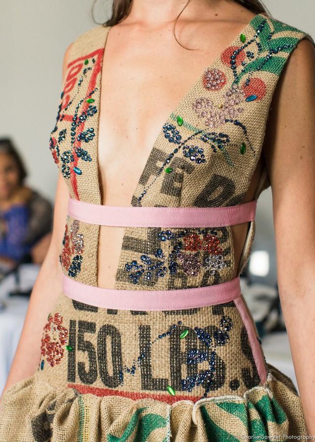 Thời trang từ túi đựng cà phê - Ảnh 5.