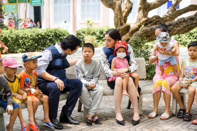 Trấn Thành ôm mặt lau nước mắt khi nhắc về bố trên sóng truyền hình - Ảnh 9.