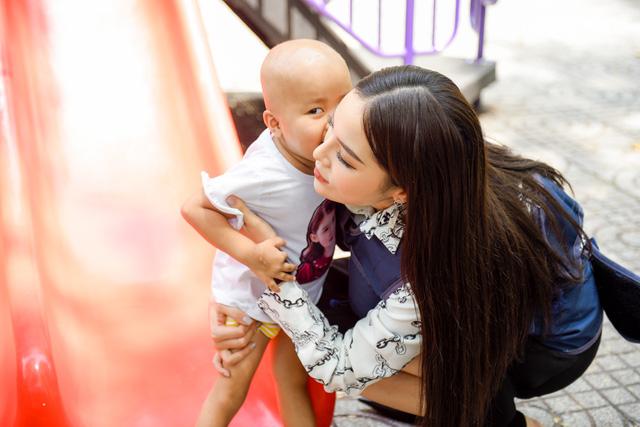 Trấn Thành ôm mặt lau nước mắt khi nhắc về bố trên sóng truyền hình - Ảnh 8.