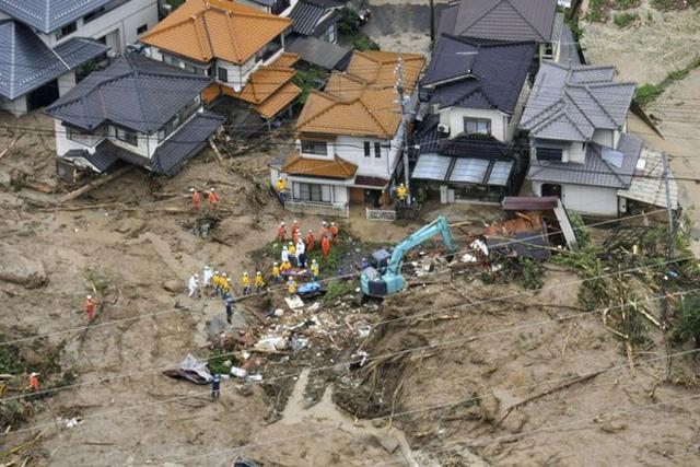 Nhật Bản vật lộn với hậu quả lũ lụt lớn nhất trong nhiều thập kỷ - Ảnh 2.