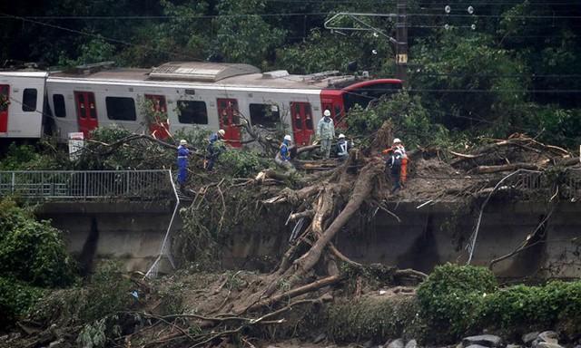 Nhật Bản vật lộn với hậu quả lũ lụt lớn nhất trong nhiều thập kỷ - Ảnh 3.