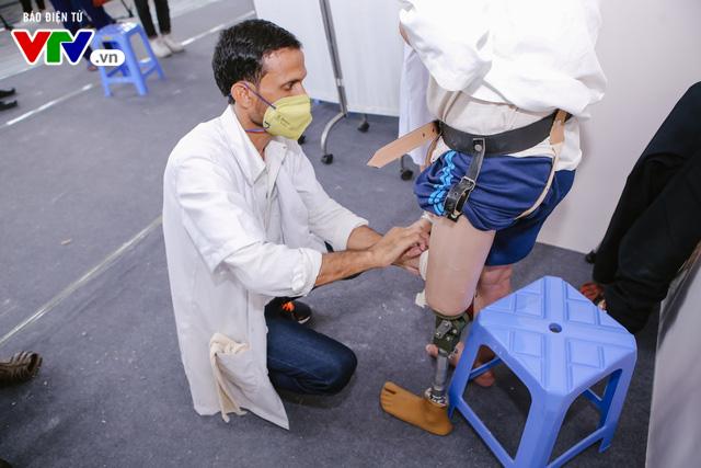 Bệnh viện Hữu nghị Lạc Việt: Lắp chân giả miễn phí cho thương bệnh binh và người khuyết tật - Ảnh 6.