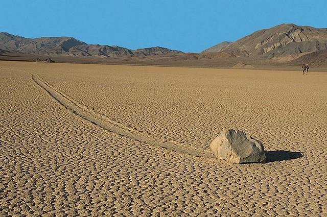 """Sự thật về những hòn đá biết đi ở """"thung lũng chết"""" - ảnh 2"""