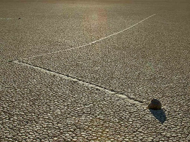 """Sự thật về những hòn đá biết đi ở """"thung lũng chết"""" - ảnh 3"""