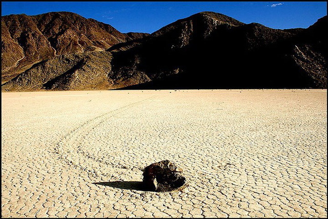 """Sự thật về những hòn đá biết đi ở """"thung lũng chết"""" - ảnh 9"""