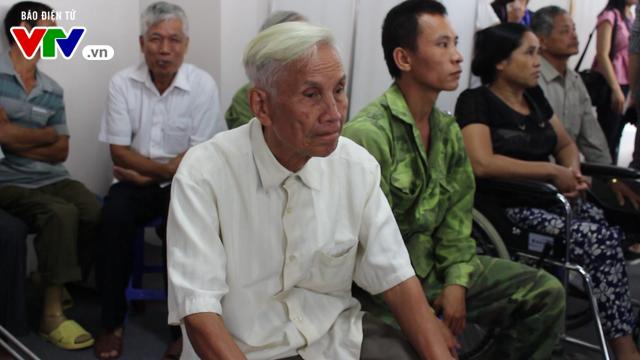 Bệnh viện Hữu nghị Lạc Việt: Lắp chân giả miễn phí cho thương bệnh binh và người khuyết tật - Ảnh 1.