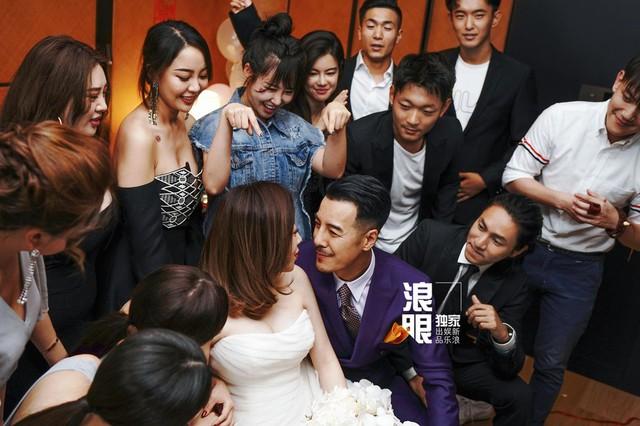 Trần Khôn bảnh bao làm phù rể trong đám cưới sao phim Hoàng Quyền: Dịch thiên hạ - Ảnh 8.