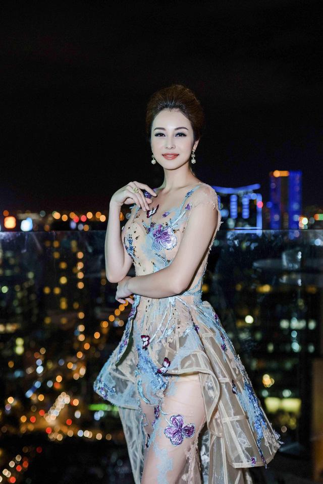 Jenifer Phạm làm giám khảo Hoa hậu Việt Nam Thế giới 2018 - Ảnh 1.