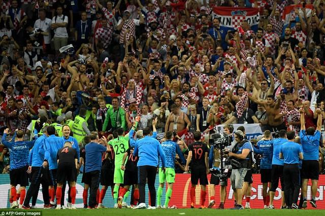 HLV Croatia tiết lộ vì sao không thay người suốt 90 phút chính thức - Ảnh 2.