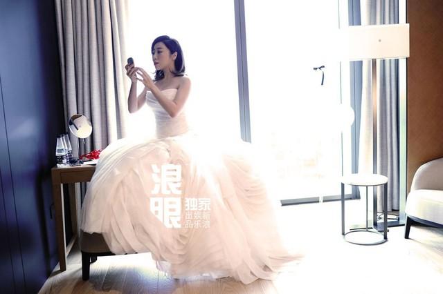 Trần Khôn bảnh bao làm phù rể trong đám cưới sao phim Hoàng Quyền: Dịch thiên hạ - Ảnh 2.